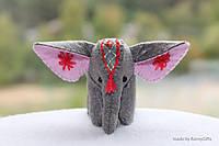 Игрушка сувенир серый слон из фетра с вышивкой