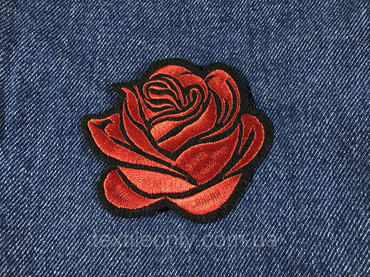 Нашивка Роза бутон красная