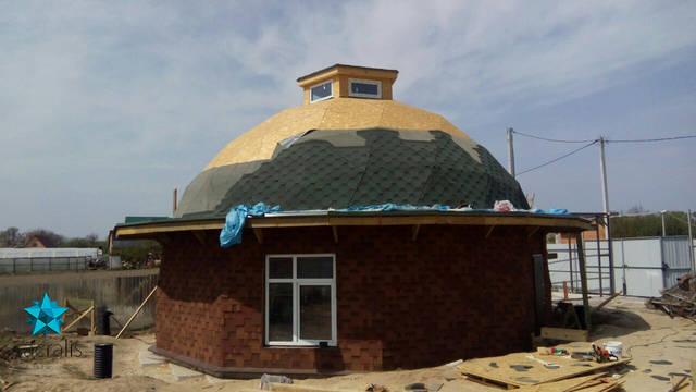 Покрытие купольного дома битумной черепицей и остекление Состояние на 27 апреля 2017