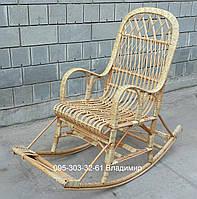 Кресло-качалка с усиленным каркасом из лозы