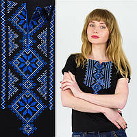 Женская вышитая футболка черная с вышивкой синего цвета