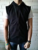 Черная мужская спортивная жилетка с капюшоном