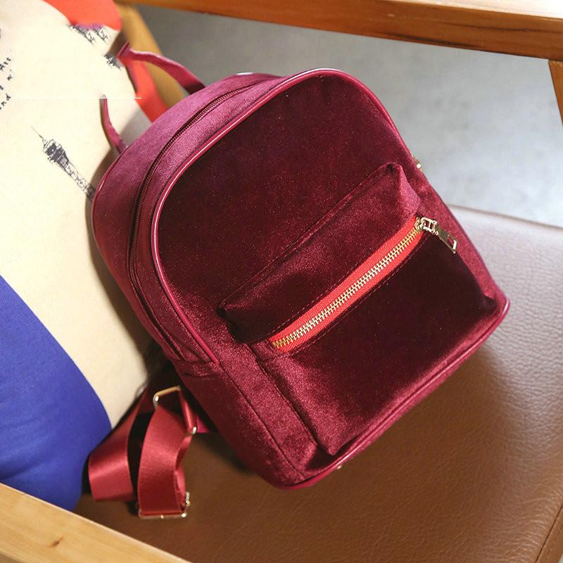 Оксамитовий жіночий рюкзак вишневого кольору