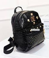 Стильный женский рюкзак с заклепками