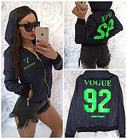"""Женская куртка бомбер """"VOGUE"""" с капюшоном темно-синяя ярко салатовый принт"""