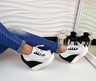 Стильные кожаные  летние ботинки с перфорацией и открытым носком на платформе, цвет черно-белый