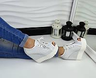 Стильные кожаные  летние ботинки с перфорацией и открытым носком на платформе, цвет серебристый
