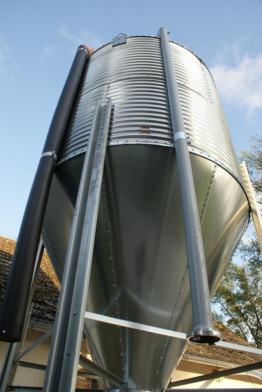Бункер для кормов 8 т, 12.4 м3