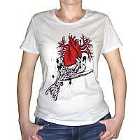 """Женская футболка """"Сердце в руке"""""""