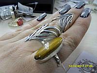 Кольцо с натуральным камнем тигровый глаз  в серебре.