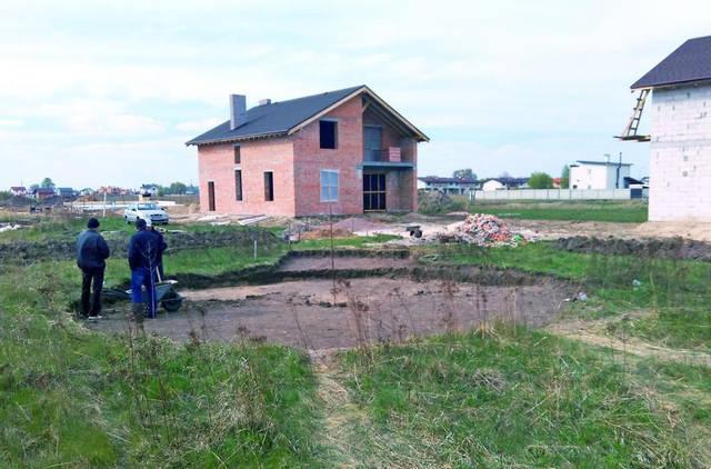 Выемка грунта под фундамент УШП утепленная шведская плита