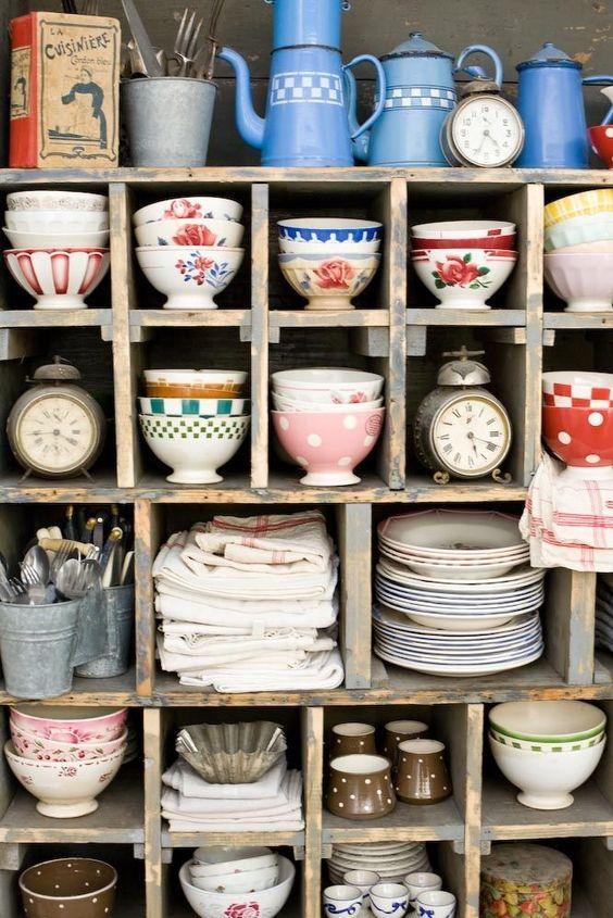 Кухонная посуда для многочисленных пользователей должна отличаться разноплановостью и разнообразием: потребуется ежедневный набор и праздничный.