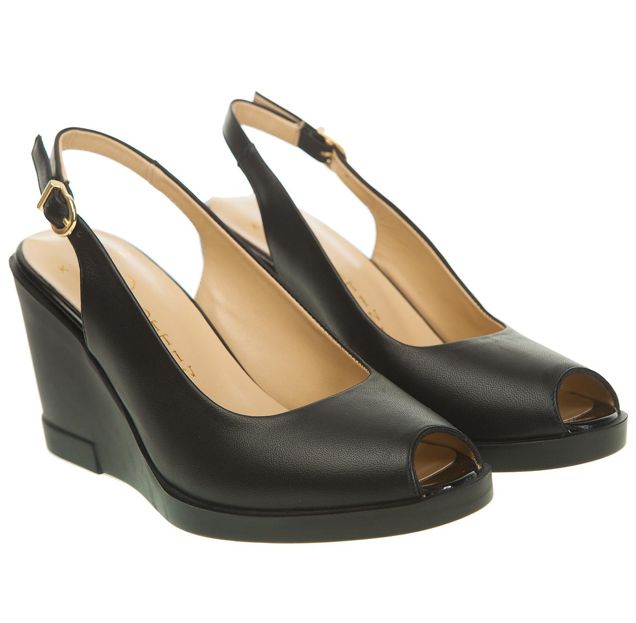 d92e11d4d715 Купить Босоножки женские LOTTINI (кожаные, черного цвета, на высокой  танкетке, модные) ...