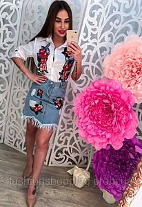 Женский стильный костюм с вышивкой: рубашка и джинсовая юбка с бахромой