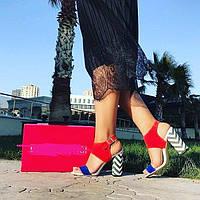 Босоножки с красивым каблуком, цвета комбинированные