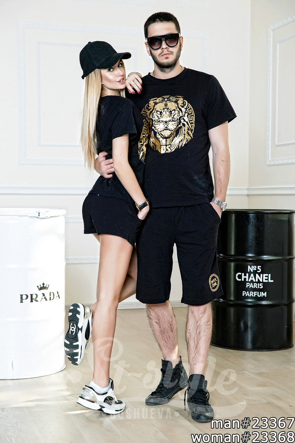 Гармоничный тандем создают два комплекта спортивной одежды. Костюмы состоят из шорт, и стильной футболки. - Интернет-магазин «Вивант» в Одессе