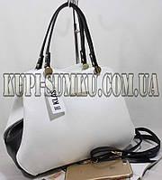 Брендовая белая сумка с черными вставками