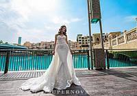 """Очаровательный свадебный комплект, состоящий из платья силуэта """"Годе"""" и съемного шлейфа"""