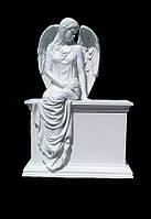 Статуи ангелов на кладбище. Скульптура Скорбящий ангел сидящий на тумбе из литьевого мрамора