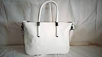 Женская кожаная сумка Furla белого цвета