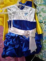 Нарядное платье для девочки синего цвета с большим белым бантом