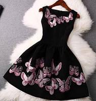 Красивое черное платье с бабочками