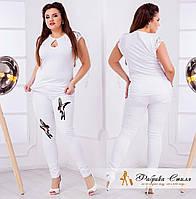 Женские джинсы декорированы птицами