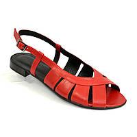 Женские красные кожаные босоножки на низком ходу. 38 размер