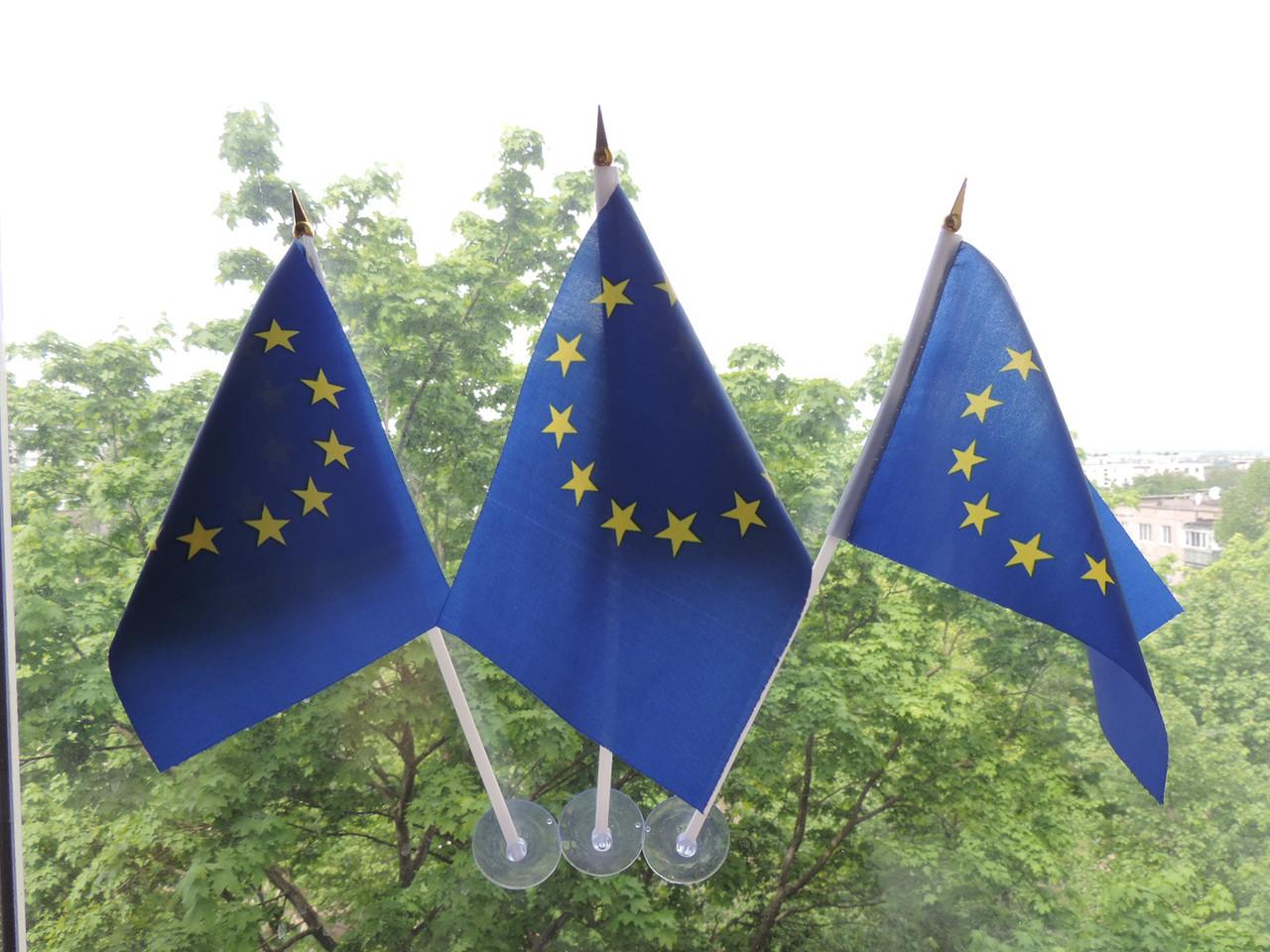 Флажок Евросоюза на присоске.