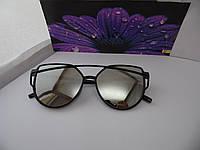 Солнцезащитные очки с серыми линзами