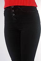 Черные джинсы на пуговицах