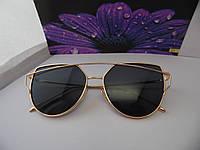 Женские очки с черными линзами в золотой оправе
