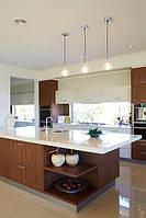 Белая акриловая столешница на кухонном островке