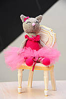 Игрушка Кошечка-балерина  ручной работы, связанная крючком