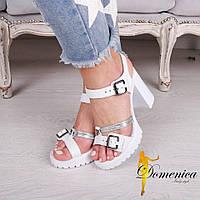 Женские стильные белые босоножки из натуральной кожи на каблуке