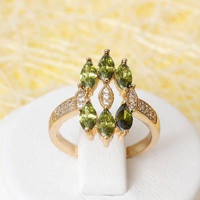 002-2383 - Позолоченное кольцо с оливково-зелёными и прозрачными фианитами, 16, 17.5 р.