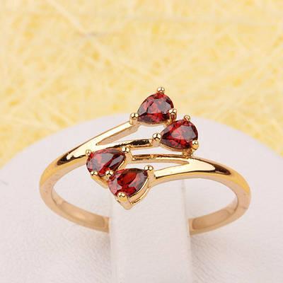 002-2416 - Позолоченное кольцо с красными фианитами, 17 р.