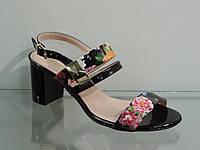 Элегантные женские босоножки на среднем каблуке