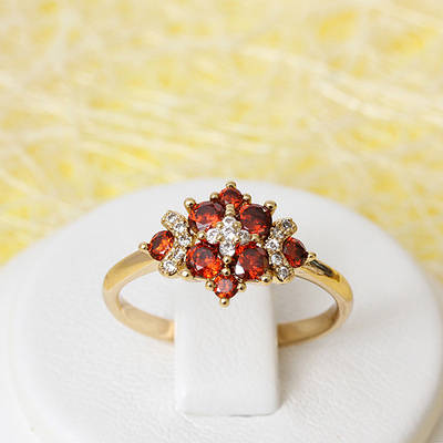 002-2390 - Позолоченное кольцо с красными и прозрачными фианитами, 17.5 р.
