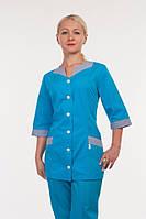 Практичный женский медицинский костюм на пуговицах с карманами