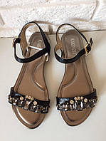 Женские сандали чёрные в камнях