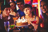 Украшаем торт необычными свечами!
