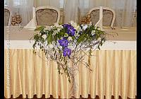 Свадебное оформление зала живыми цветами. Украшение свадьбы. Бело-фиолетовая свадьба.