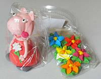 """Сахарное украшение для торта """"Свинка Пеппа с цветами"""""""