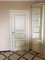 Крашенная дверь RAL 9003 с золотой патиной