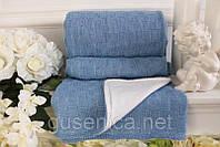 Мягкий голубой вязаный плед в кроватку на флисовой подкладке