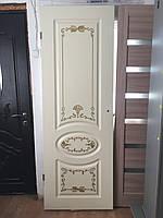 """Крашенная дверь RAL 9001 с золотой патиной """"Фаберже"""""""