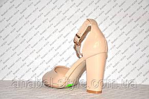 Босоножки бежевые лаковые на небольшом толстом устойчивом каблуке , фото 3