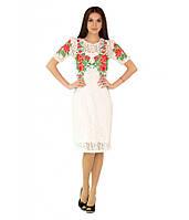 Белое платье украшеное яркой цветочной вышивкою