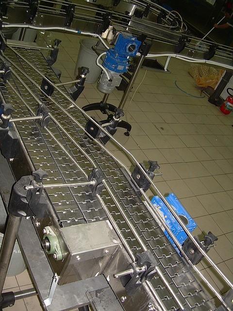 Транспортер для линии розлива прижимные ролики для рольганга